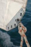 绳索被栓对风帆 库存照片