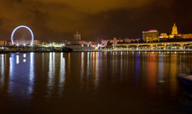 马拉加江边的夜视图  免版税图库摄影