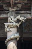 雕刻中国龙的木头 免版税库存照片