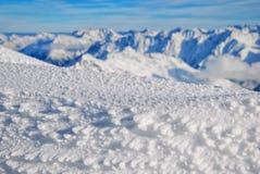 冬天与在太阳天气,焦点概念的山风景 免版税图库摄影