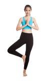 美丽的亚裔健康女孩做瑜伽姿势 库存照片