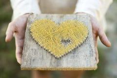 Предлагая сердце с открытыми ладонями Стоковое Изображение RF