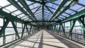 钢步行桥 免版税图库摄影