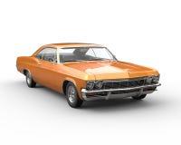 橙色肌肉车的正面图特写镜头 免版税库存图片