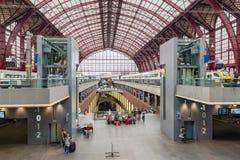 著名安特卫普总台,比利时被更新的内部  库存照片