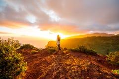 山在戈梅拉岛海岛上的日出视图 免版税图库摄影