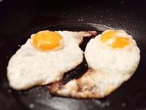 αυγά που τηγανίζονται Στοκ φωτογραφία με δικαίωμα ελεύθερης χρήσης