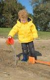 мальчик играя воду Стоковое Фото
