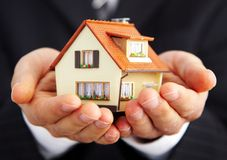 生意人现有量房子 免版税图库摄影