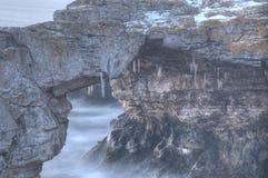 自然石弧 免版税库存照片