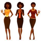 典雅的非裔美国人的妇女用咖啡 图库摄影