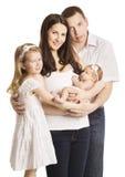 家庭画象四人,母亲父亲哄骗婴孩,白色 免版税库存照片