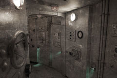 葡萄酒照片-潜水艇的里面 免版税库存照片