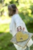 Молодая женщина бежать далеко от влюбленности Стоковое Фото