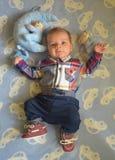 男婴摆在 免版税图库摄影