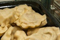 饺子充塞用乳酪和土豆 库存图片