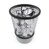 浪费时间概念 在垃圾桶的闹钟 库存图片