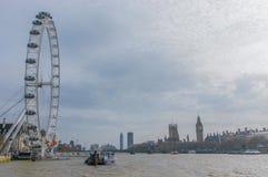 在伦敦眼,议会议院,大本钟和泰晤士河,伦敦,英国的看法 免版税库存图片