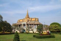 王宫和庭院在金边,柬埔寨 免版税图库摄影