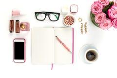 时尚妇女,在白色的对象静物画  免版税图库摄影