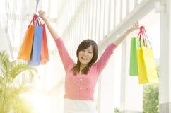 Азиатский ходить по магазинам людей Стоковое фото RF