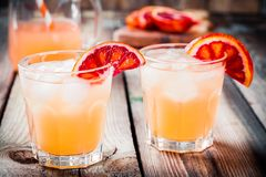 在玻璃的非酒精血橙鸡尾酒 库存图片