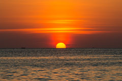 όμορφος ωκεανός πέρα από το ηλιοβασίλεμα σύνθεση φυσική Στοκ Φωτογραφίες