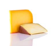Τυρί γκούντα στο άσπρο υπόβαθρο Στοκ φωτογραφίες με δικαίωμα ελεύθερης χρήσης