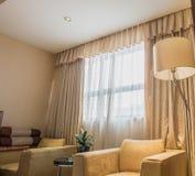 живущая роскошная самомоднейшая комната Стоковые Фотографии RF