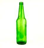 啤酒瓶绿色玻璃背景,玻璃纹理/绿色瓶/啤酒瓶与下落的在白色背景 图库摄影