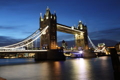 塔桥梁市伦敦在晚上 免版税图库摄影