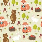 与逗人喜爱的动物的森林无缝的样式 免版税库存图片