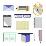 传染媒介套象 信件,玻璃,闹钟,笔,铅笔,笔记本,纸,巧妙的电话,学术盖帽 查出在白色 图库摄影