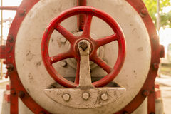 Винтажный клапан в фабрике тяжелой индустрии Стоковые Фото