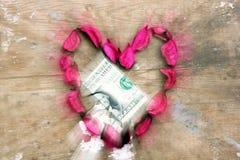 在心脏设计的金钱捐赠 免版税库存照片