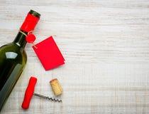 Ανοιγμένο μπουκάλι κρασιού με το διάστημα αντιγράφων Στοκ Εικόνα