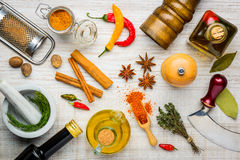 Καρυκεύματα και μαγειρεύοντας συστατικά Στοκ Φωτογραφίες