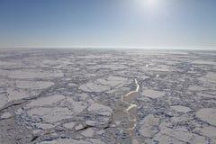 冻北冰洋鸟瞰图  库存图片