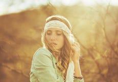 美丽的方式纵向妇女年轻人 库存照片