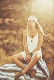 美丽的方式纵向妇女年轻人 图库摄影