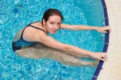 заплывание девушки Стоковые Изображения RF
