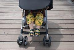 睡觉在婴儿推车的婴孩 免版税库存图片