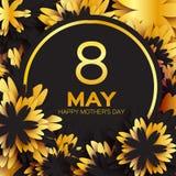 金黄箔花卉贺卡-愉快的母亲节-金闪闪发光假日与纸的黑色背景切开了框架花 库存照片