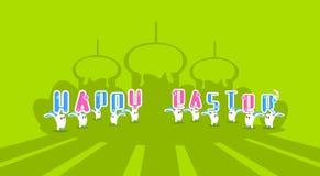 兔子兔宝宝与蜡烛愉快的复活节假日横幅五颜六色的贺卡的举行蛋糕 库存图片