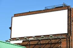 在砖墙上的空白的广告牌 免版税库存照片