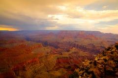 Известный гранд-каньон после тяжелого шторма на заходе солнца Стоковые Изображения RF