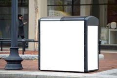 在太阳回收的报亭的户外广告 免版税图库摄影