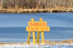 Знак льда опасности тонкий Стоковые Фото