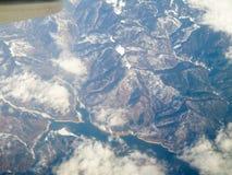 空中喀尔巴阡山脉的山景 免版税库存照片