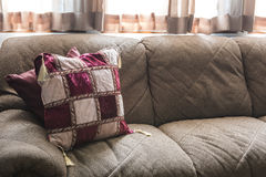 Παλαιές έπιπλα και διακόσμηση σπιτιών με το θερμό φως βραδιού Στοκ φωτογραφίες με δικαίωμα ελεύθερης χρήσης